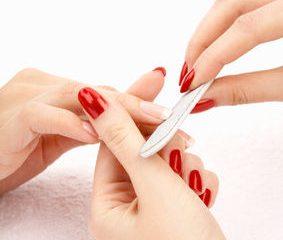 Czy warto postawić na manicure polimerowy?