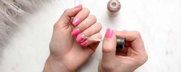 Trwały manicure, zdrowe paznokcie. Jaki primer do hybryd nie pogorszy kondycji płytki?